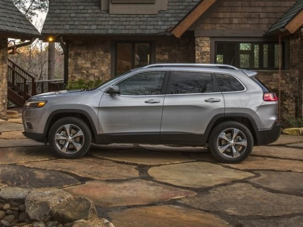 2020 Jeep Cherokee side view