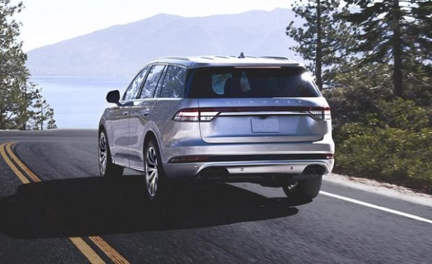 2020 Lincoln Navigator Hybrid rear view