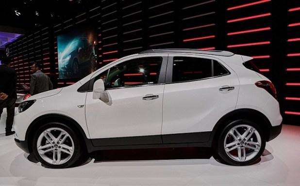 2020 Opel Mokka X side view
