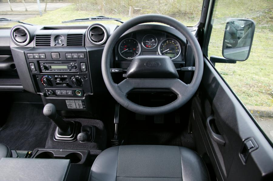 2020-Land-Rover-Defender-interior - 2020, 2021 and 2022 ...