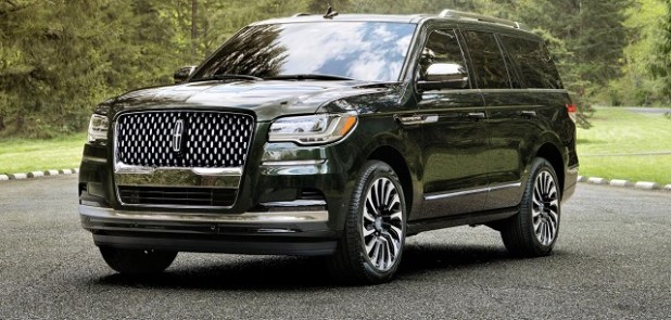 2023 Lincoln Navigator front