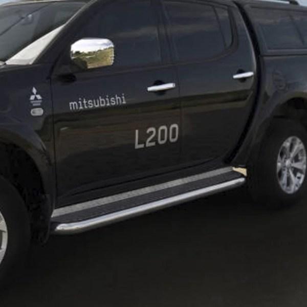 MARCHE-PIEDS PLAT EN INOX SUR MITSUBISHI L200 2009-2015 (DOUBLE CABINE)