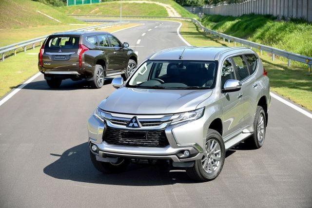 2019 Mitsubishi Montero front