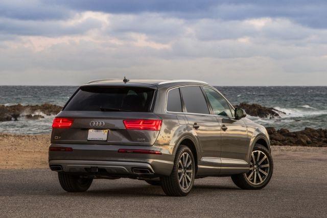 2019 Audi Q7 rear