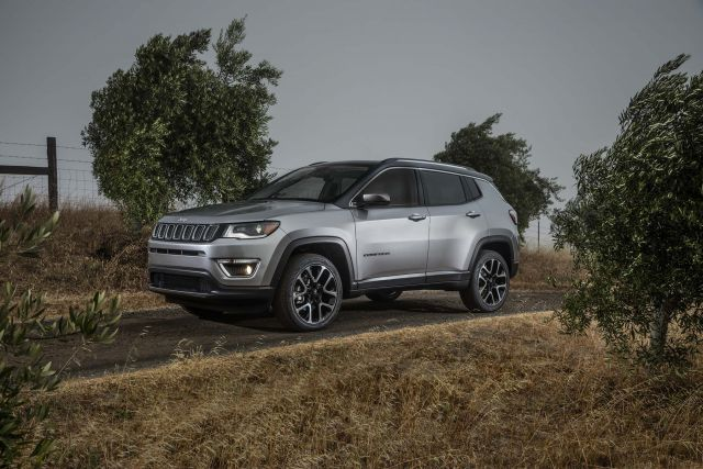 2019 Jeep Compass side