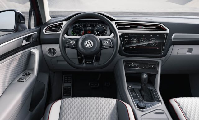 2019 VW Tiguan GTE Active interior