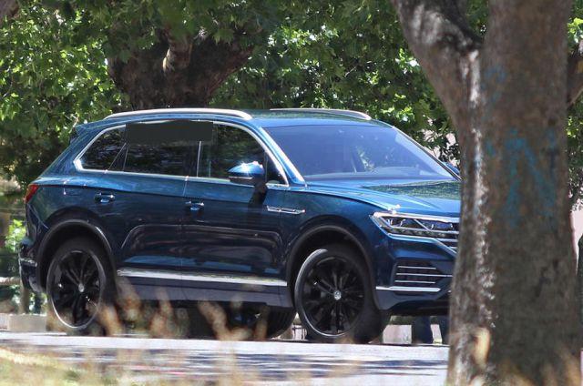 2019 Volkswagen Touareg front