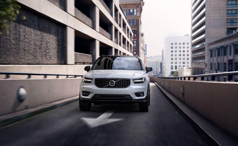 2019-Volvo-XC40-front.jpg