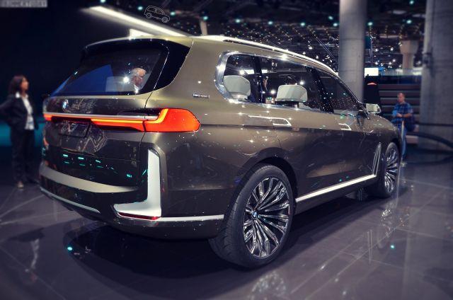 2019 BMW X7 rear