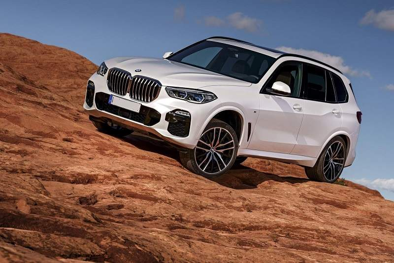 2019-BMW-X5-Diesel-ground-clearance.jpg