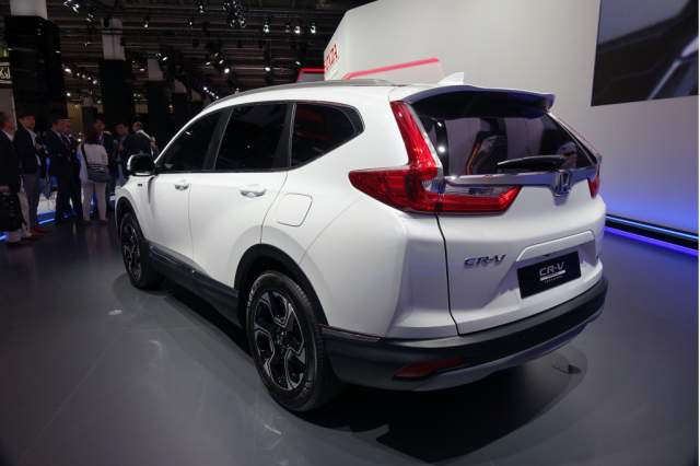 2019 Honda CR-V Hybrid rear