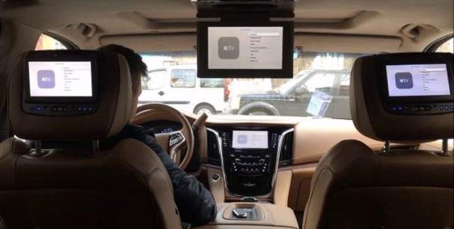 2020 Cadillac Escalade rear entertaining system
