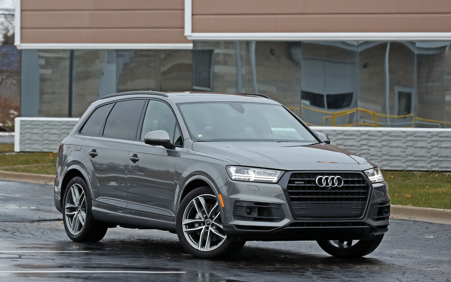 Comparison  Audi Q7 Prestige Quattro 2018  Vs Ford
