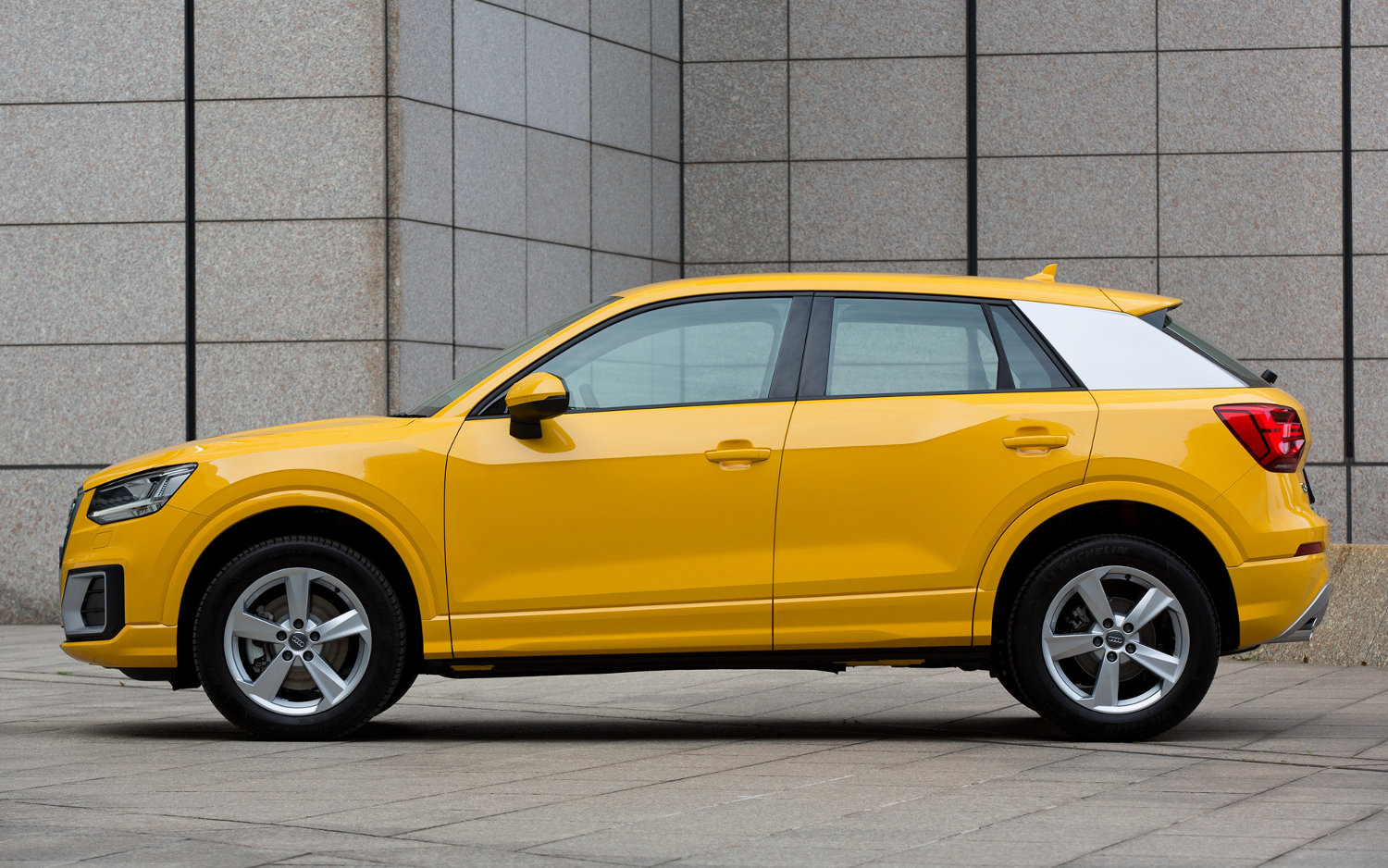 Comparison  Audi Q2 Sline 2017  Vs  Audi Q3 Suv 2017