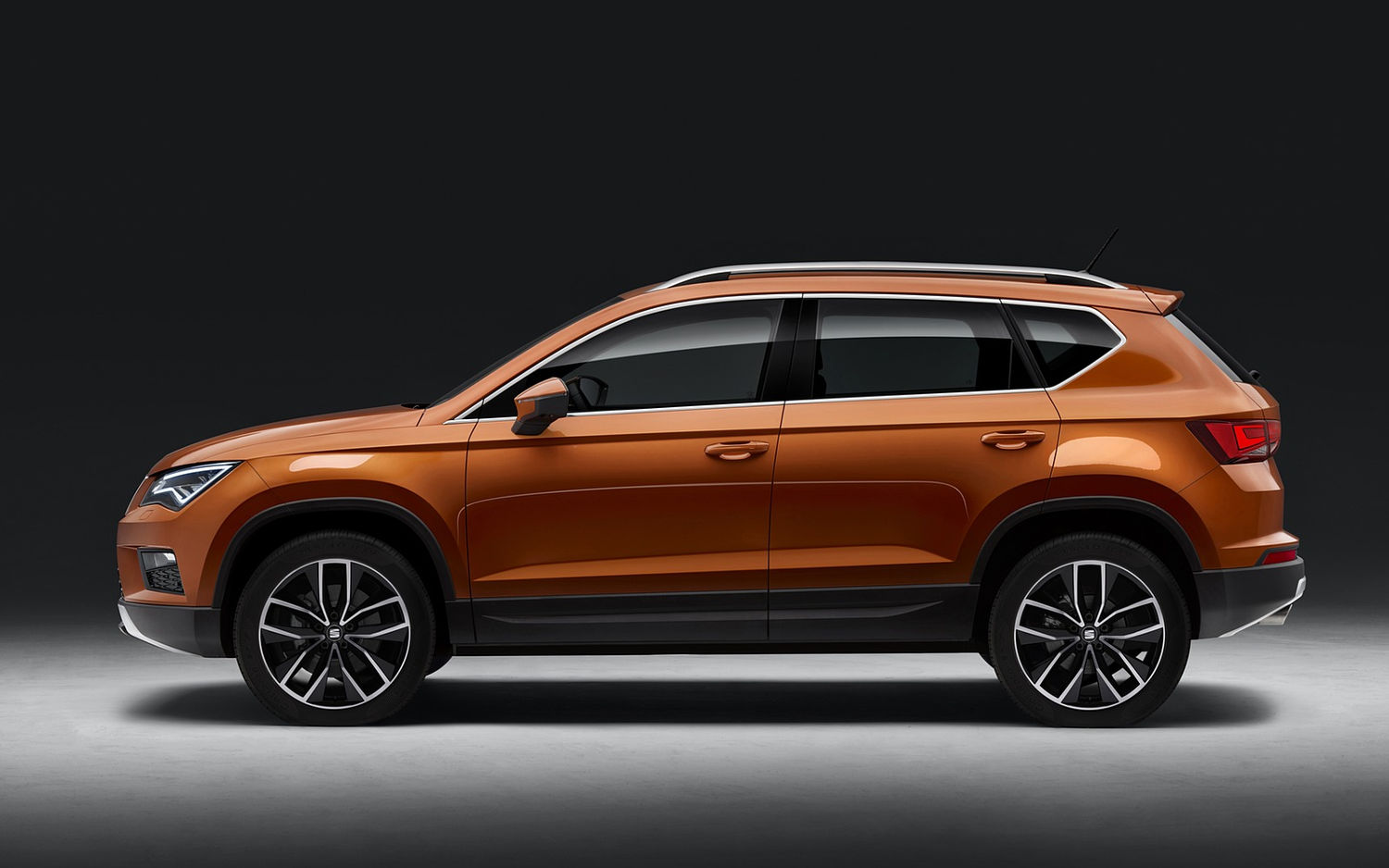 Comparison  Skoda Karoq 4×4 2018  Vs  Seat Ateca