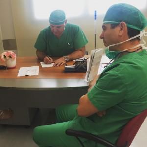 Toimenpide kirurgeina toimivat Vasilios Tsiongas ja Akis Vryzas. Kreikka, Thessaloniki / Genesis Hospital.