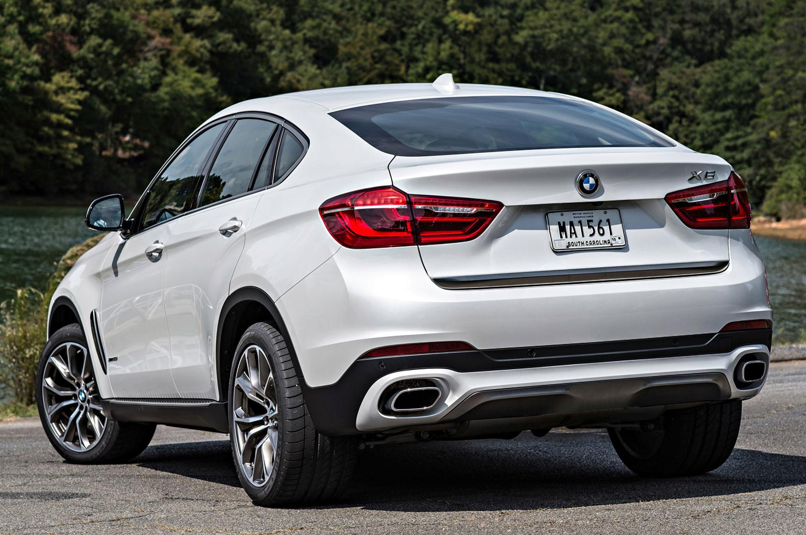 2018 bmw x6m xdrive50i rear angle 20182019 best suv Powertrain