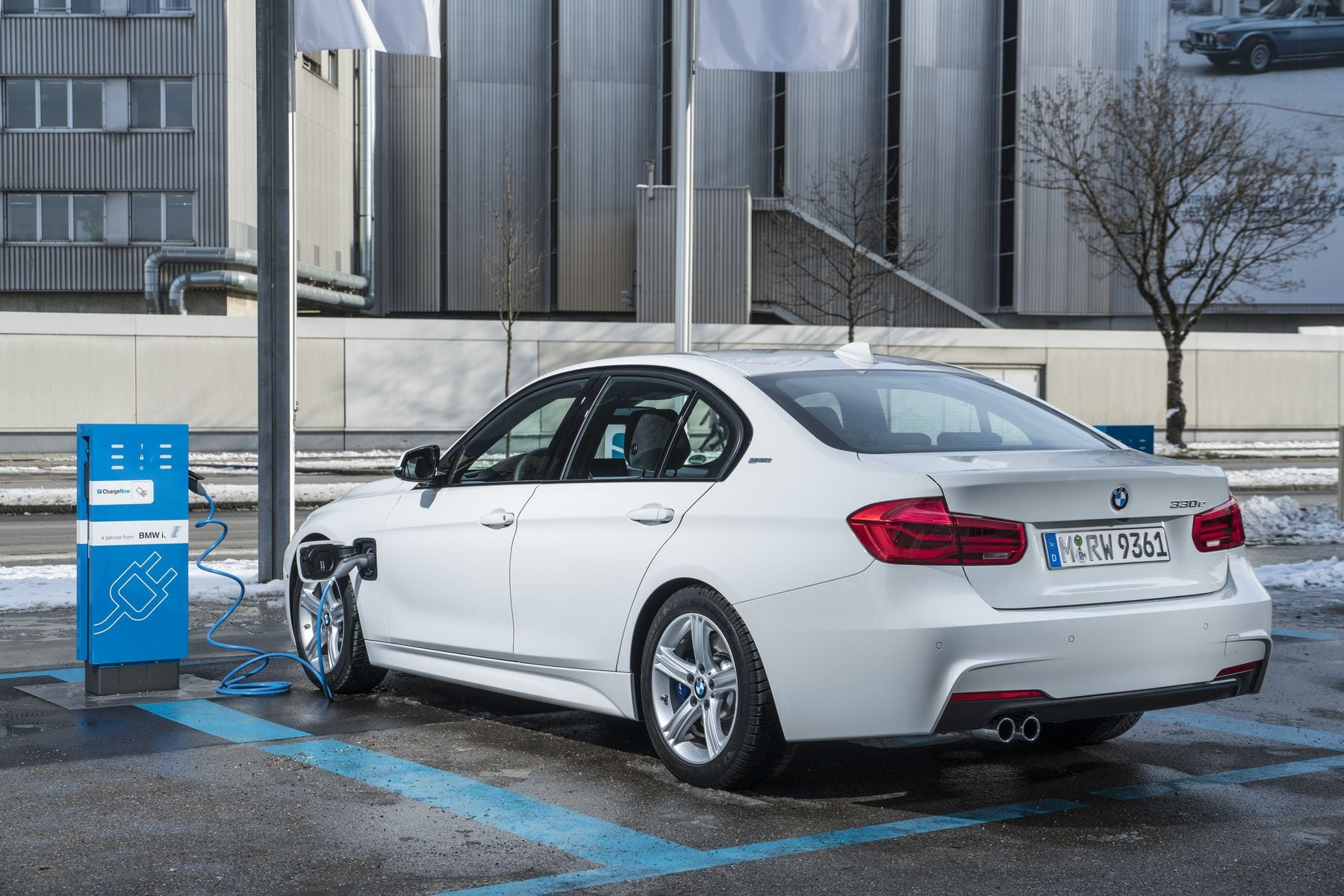 2020 BMW 330e Powertrain