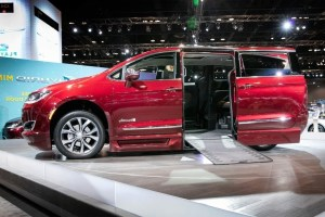 2020 Chrysler Pacifica Spy Shots