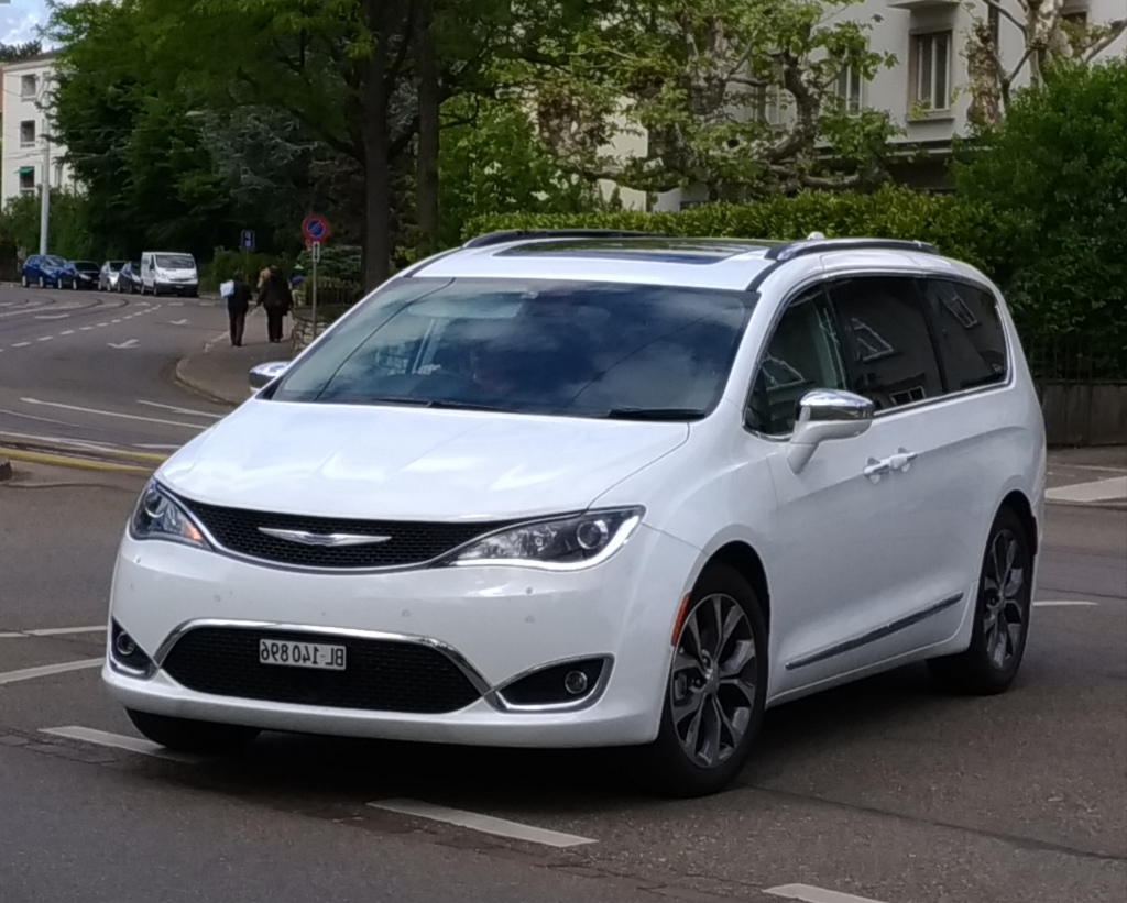 2022 Chrysler Voyager Spy Shots