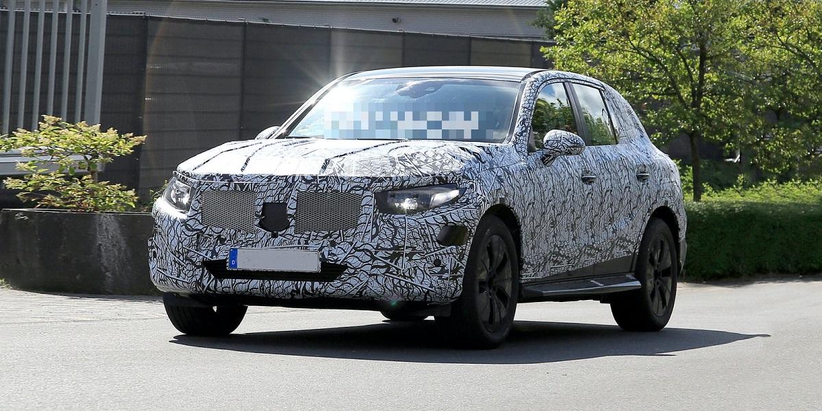 2022-Mercedes-Benz-GLC.jpg