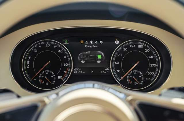 2019 Bentley Bentayga Plug-In Hybrid dashboard