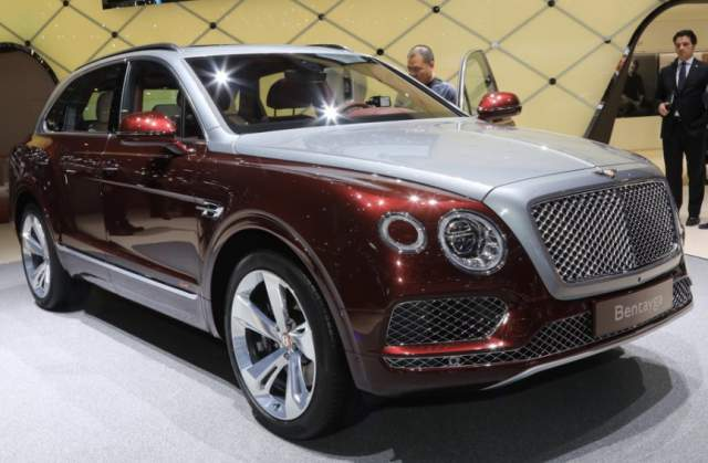 2019 Bentley Bentayga Plug-In Hybrid front