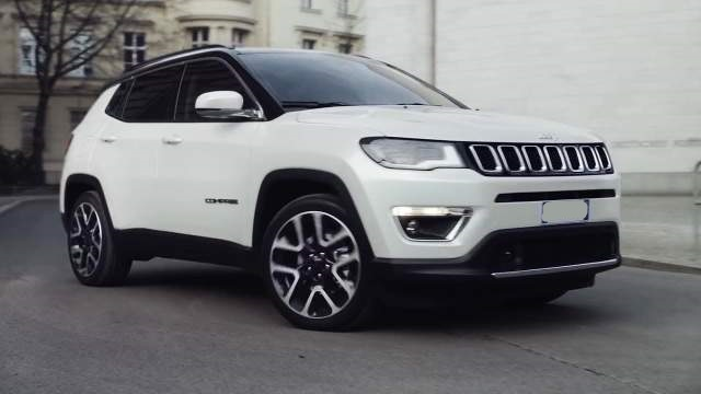 2019 Jeep Compass Trailhawk front