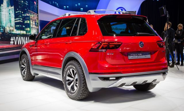 2019 VW Tiguan GTE rear