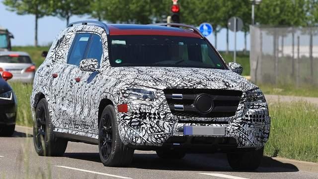 2019 Mercedes GLS spy shots