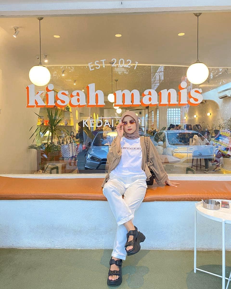 Kisah Manis Coffee Shop Bandung