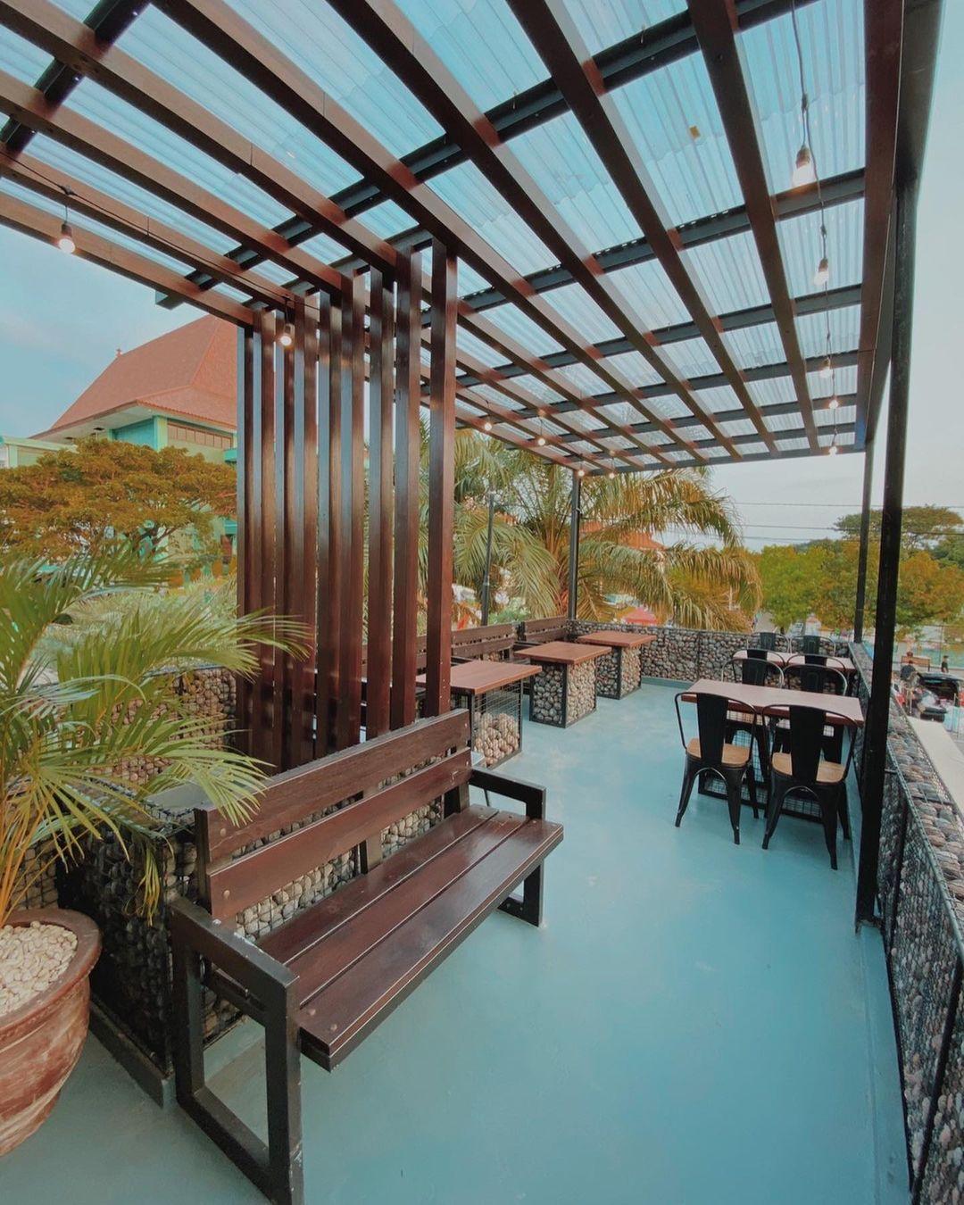 V Val Cafe Surabaya