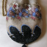 Reticule with gate closure