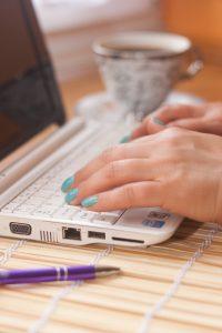 laptop-notebook-working-internet-ok-comm-resized