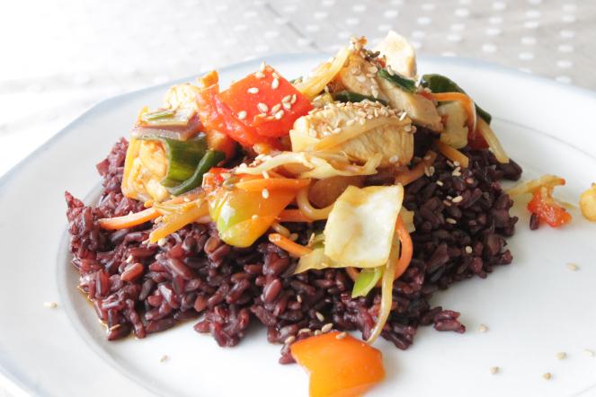 zwarte kip met rijst