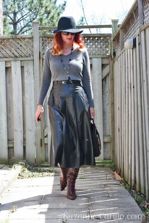 how to wear a black midi leather skirt over 40