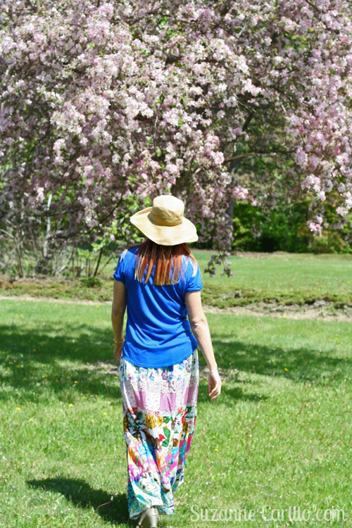 how to wear a maxi skirt in spring over 40