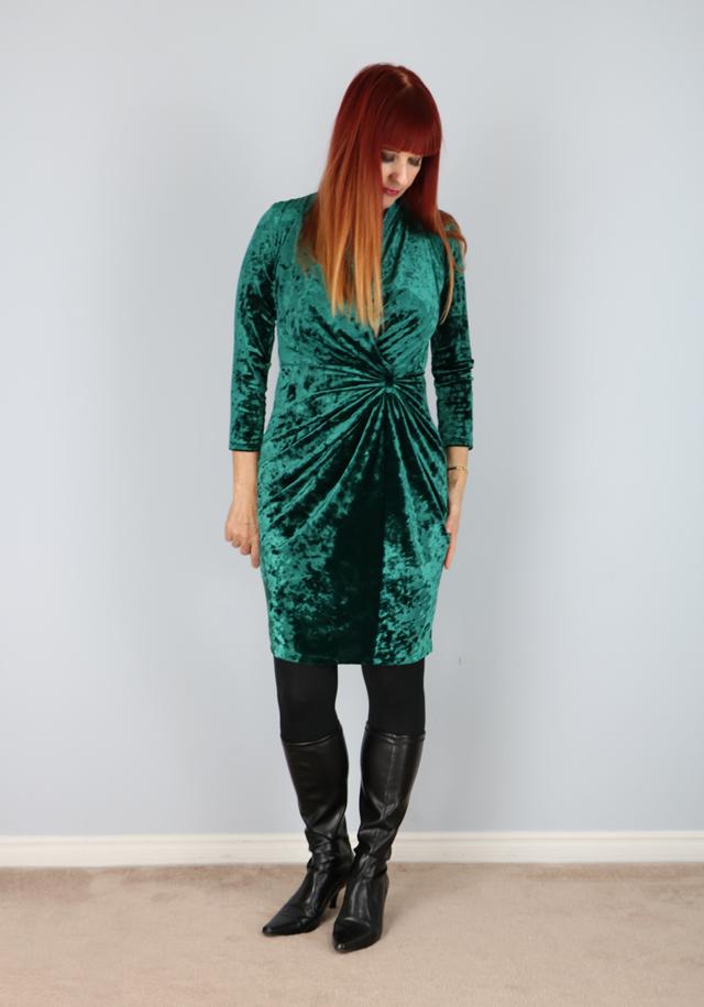 Green vintage crushed velvet dress for sale VintagebySuzanne on Etsy Vintage style for women over 40