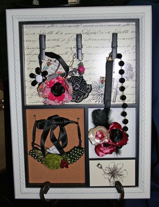 Framed necklaces 500