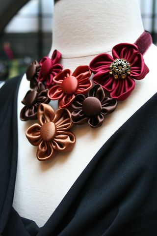 Flower_necklace1000