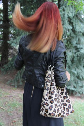 Red hair leather jacket leopard bag