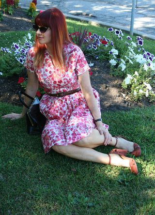 Sitting_pink red vintage dress