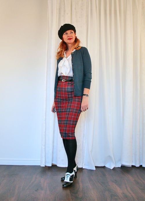 Midi plaid skirt and sweater
