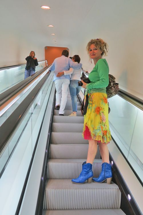 Anja the curly traveller colourful electic style