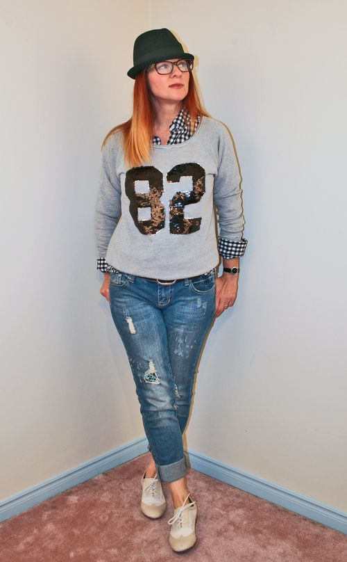 How to wear sequins during the day Sequin sweatshirt forever 21