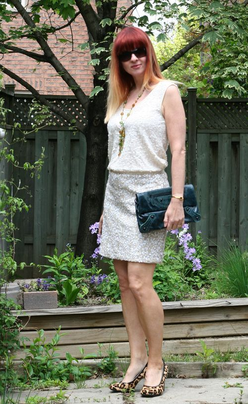 How to wear sequins during the day Banana republic sequin skirt suzanne carillo style files