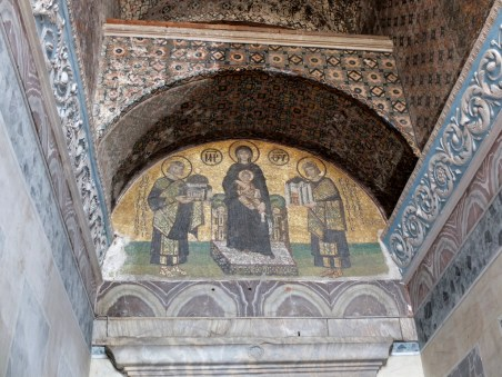 My favourite part of Hagia Sophia, a hidden mural just at the exit, showing the Emperors Constantinople (L, holding a model of the city) and Justinian (R, holding a model of the Hagia Sophia).