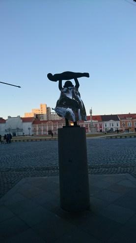 Statue looking into Piata Unirii