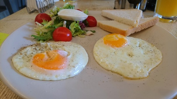 Sunny side up eggs for bunch!