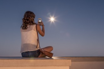 Girl captures an eclipse on her iPhone at the Observatory